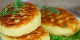 Petites galettes fromagères et salade
