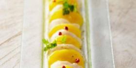 Carpaccio de St Jacques, mangue et œufs de poisson